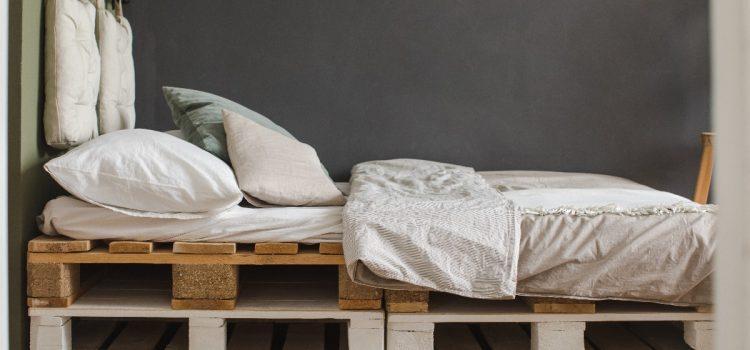 Łóżko na palecie – krok po kroku