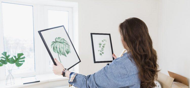 Jak powiesić ramki i zdjęcia bez wiercenia w ścianie?