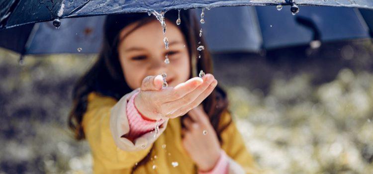 Odwrócony parasol – gadżet idealny na jesień!