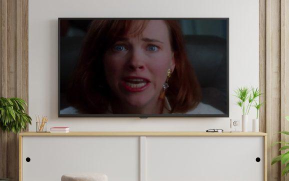 Kultowa scena z filmu Kevin sam w domu odtworzona po 30 latach przez mamę Kevina!
