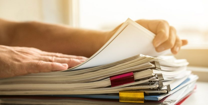 Przechowywanie dokumentów w domu - jak to sprytnie zrobić?