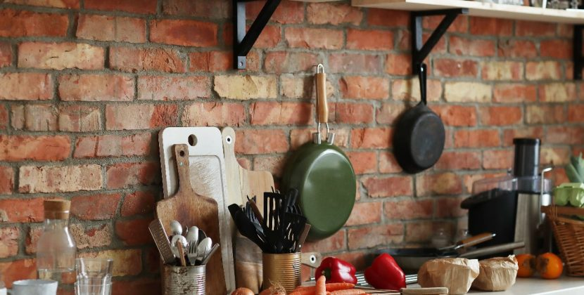 Wyposażenie kuchni - lista niezbędnych akcesoriów i sprzętów