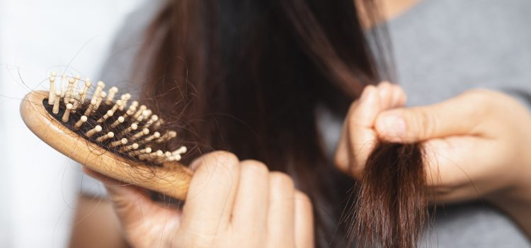 Domowe sposoby na wypadanie włosów