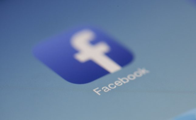 kolejność znajomych Facebook