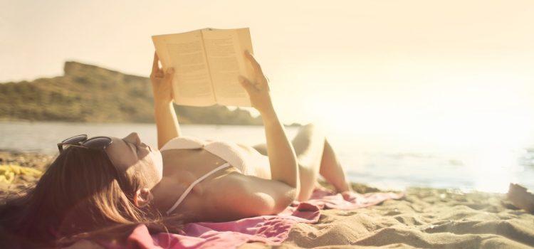 3 książki na plażę — te tytuły umilą Ci urlop!