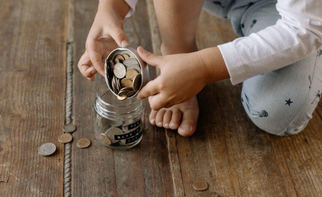 Jak nauczyć malucha oszczędzania?